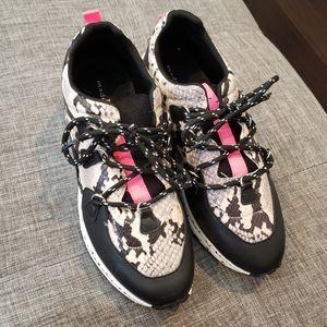 Madden Girl Akima dad style sneaker 9.5